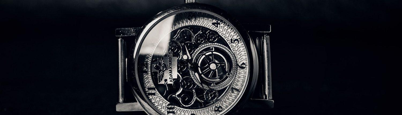 Mekaanista kelloa ei aika riko – kelloseppä elvyttää perintökellonkin